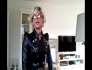 Sissyboy posing in Leather
