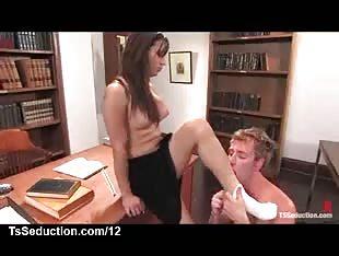Guy sucks dick to tranny in panties in classroom